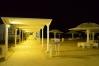 Nočný pohľad na promenádu v Ein Bokek