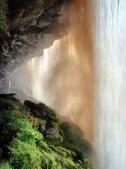 Venezuela, vodopád Salto Sapo z vnútornej strany